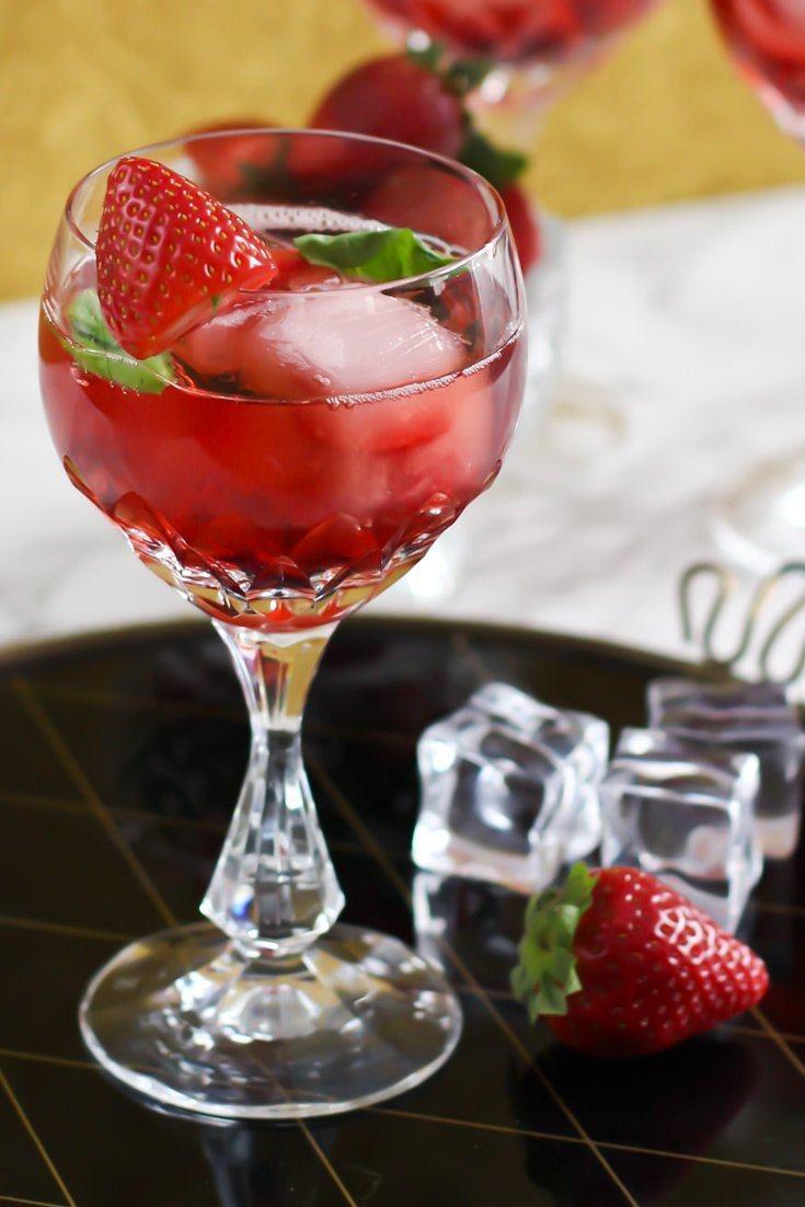 Rezept Gin Tonic Cocktail mit Erdbeer Likör und Basilikum