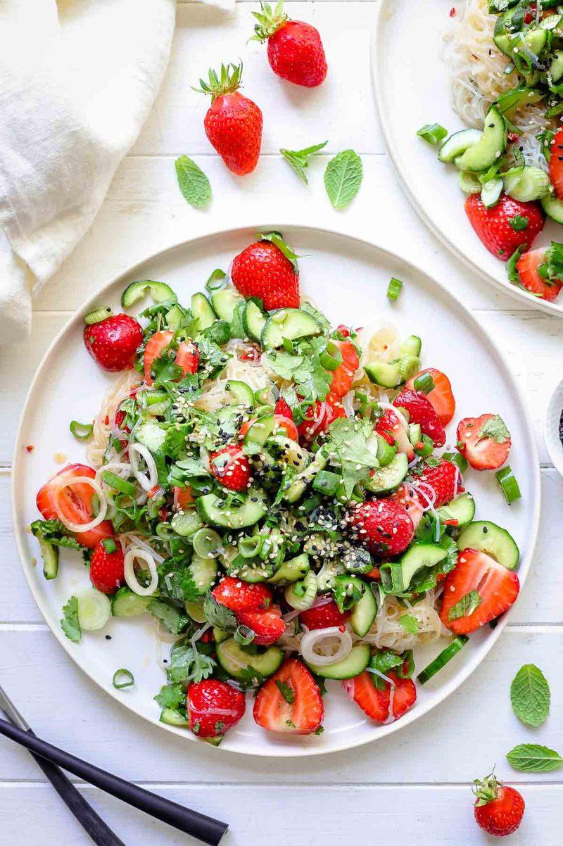 Rezept Glasnudelsalat mit Erdbeeren & Gurken