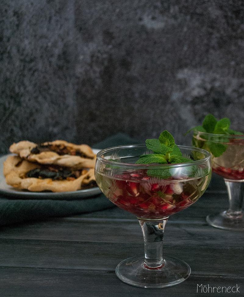 Rezept Granatapfel-Prosecco und Spinat-Fatayer
