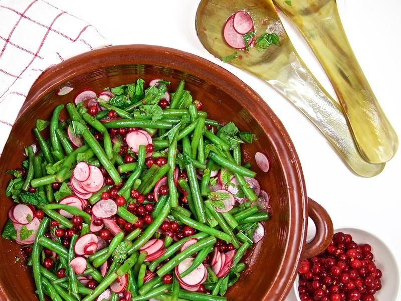 Rezept Grüne-Bohnen-Johannisbeersalat mit Porchetta