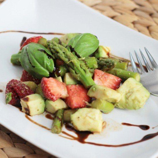 Rezept Grüner Spargel-Avocado-Erdbeer-Salat