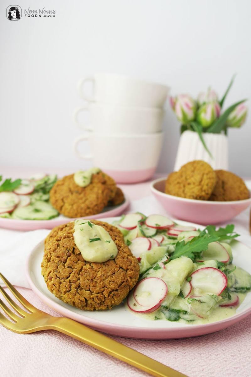 Rezept Gurken-Radieschen-Salat in Wasabi-Joghurt-Dressing und im Ofen gebackene Falafel