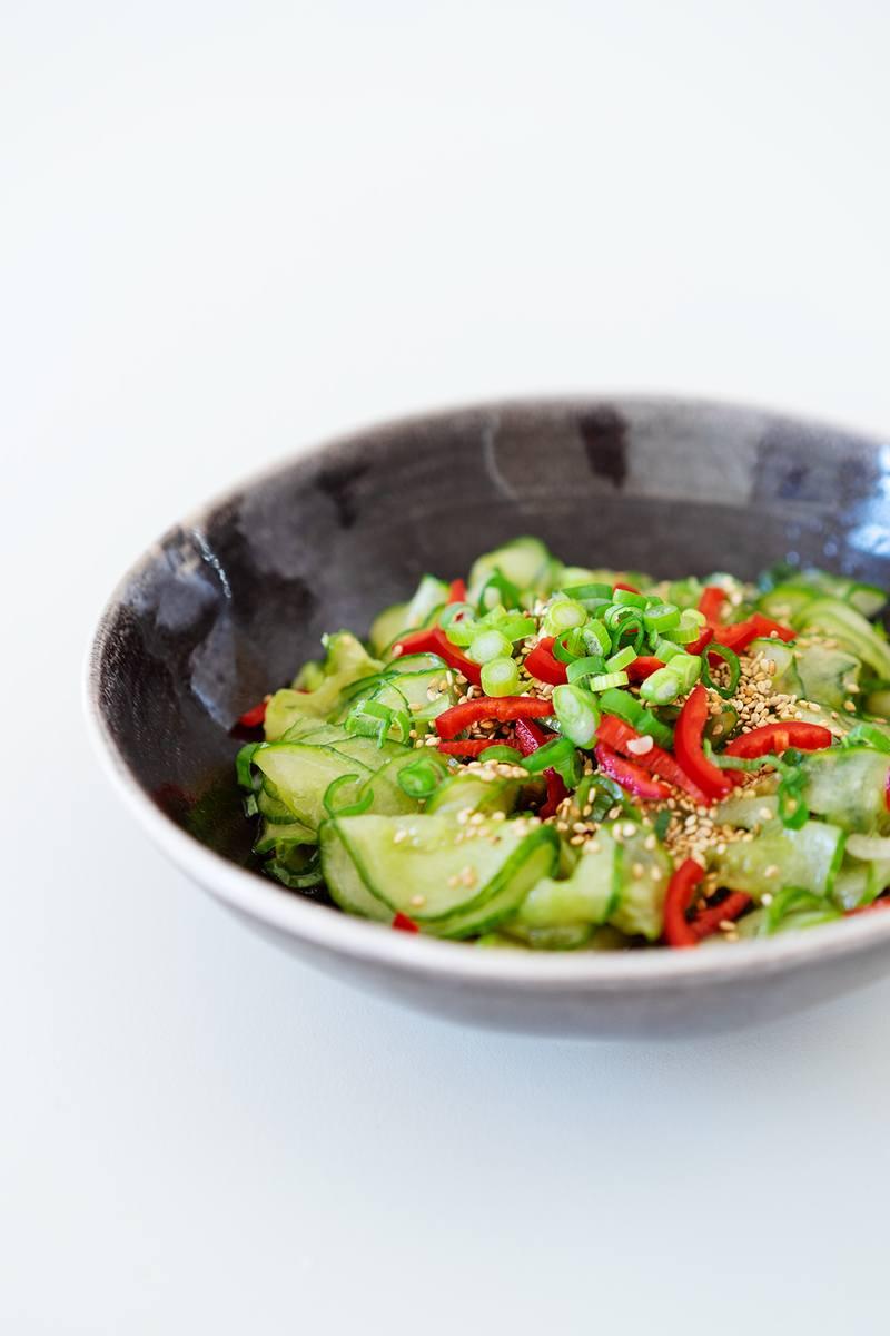 Rezept Gurkensalat mit Minze, Chili, Sesam und Sojasauce
