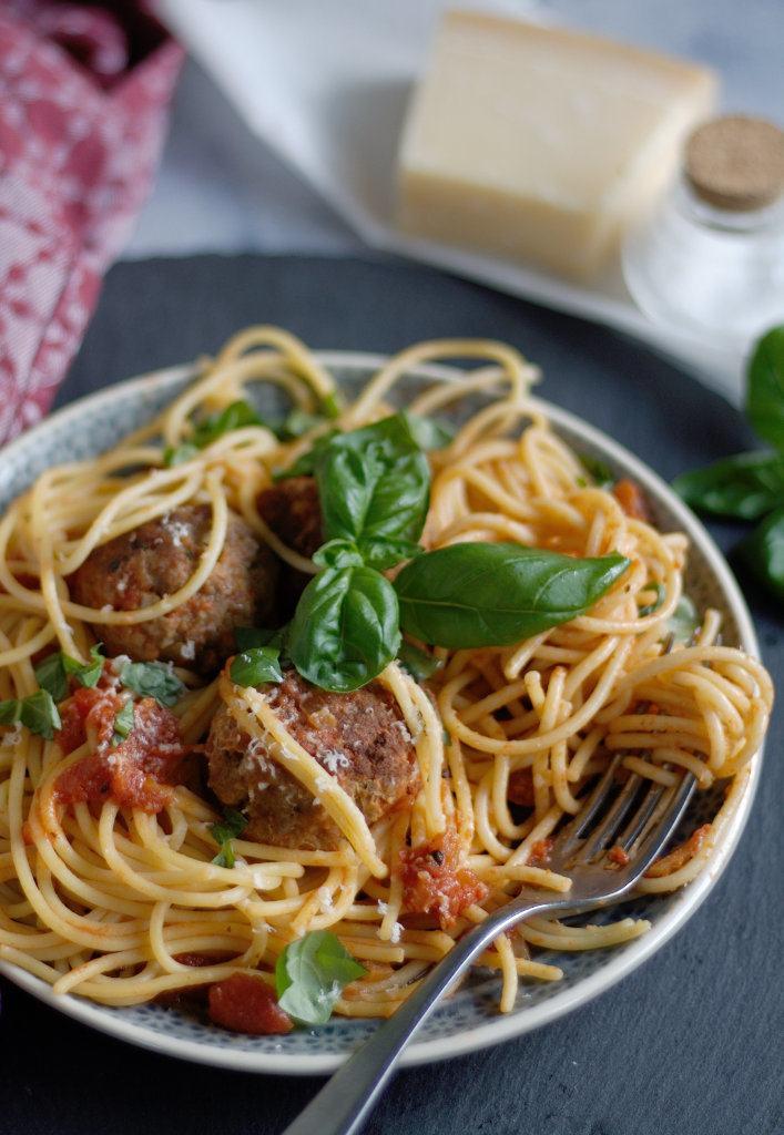 Rezept Hackbällchen in Tomatensoße mit Basilikum und Parmesan