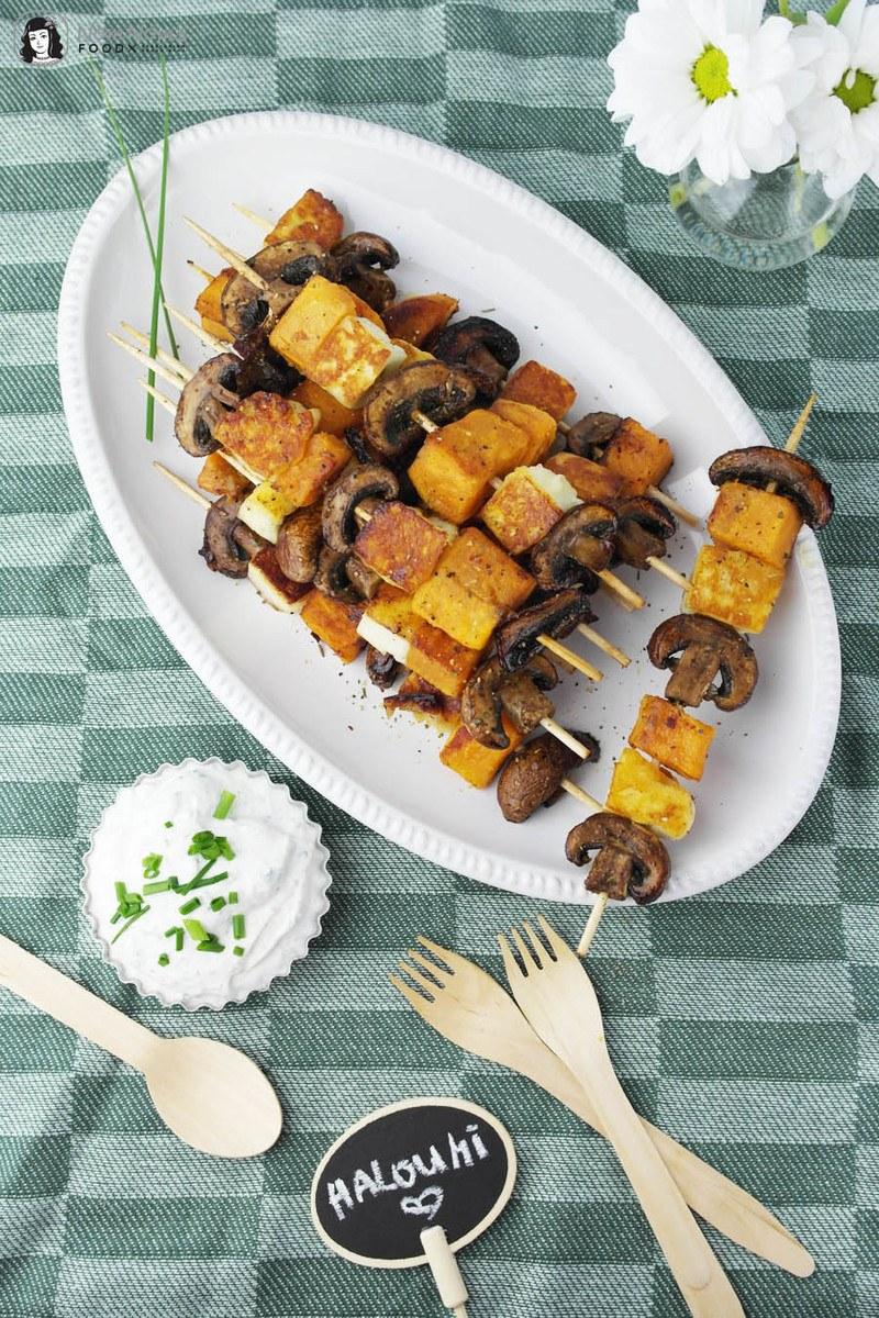 Rezept Halloumi-Süßkartoffel-Champignon-Spieße mit würzigem Kräuterquark
