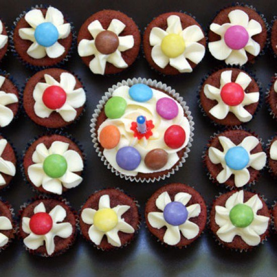 Rezept Happy Birthday Flower Smarties Cupcakes