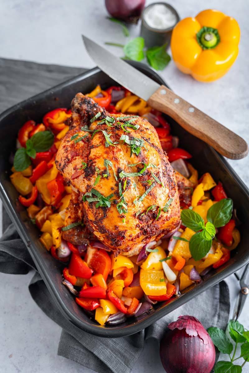 Rezept Harissa-Hähnchen mit Paprika und roten Zwiebeln