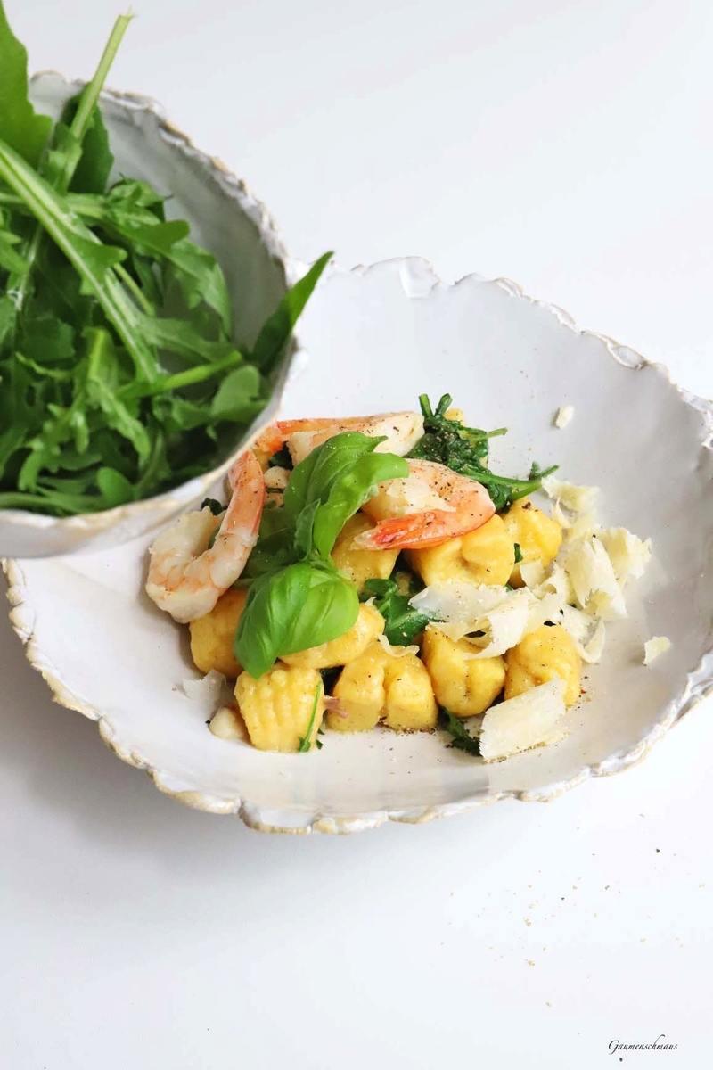 Rezept Hausgemachte Gnocchis mit Knoblauchshrimps und Rucola