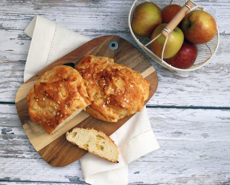 Rezept Hefeteig, Hong und Apfel - oder einfach leckeres Apfel-Honig-Brot