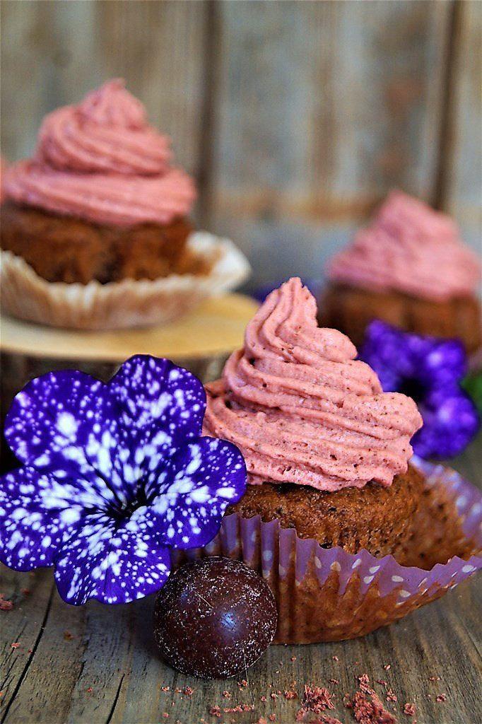 Rezept Heidelbeer Haselnuss Muffins mit Erdbeersahne
