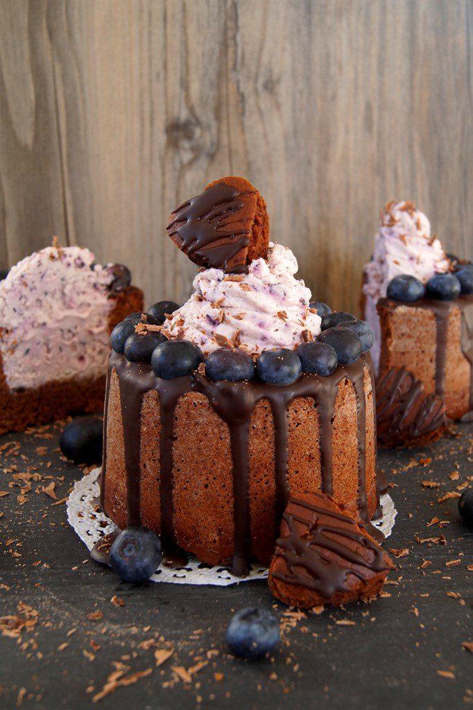 Rezept Heidelbeer Kakao Zimt Törtchen mit Schokoladenherzen