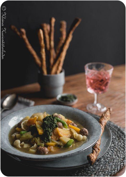 Rezept Herbstliche Soupe au Pistou mit Möhrengrünpesto