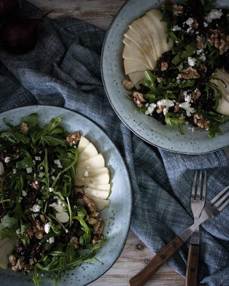 Rezept Herbstsalat mit Äpfeln, Nüssen & karamellisierten Zwiebeln