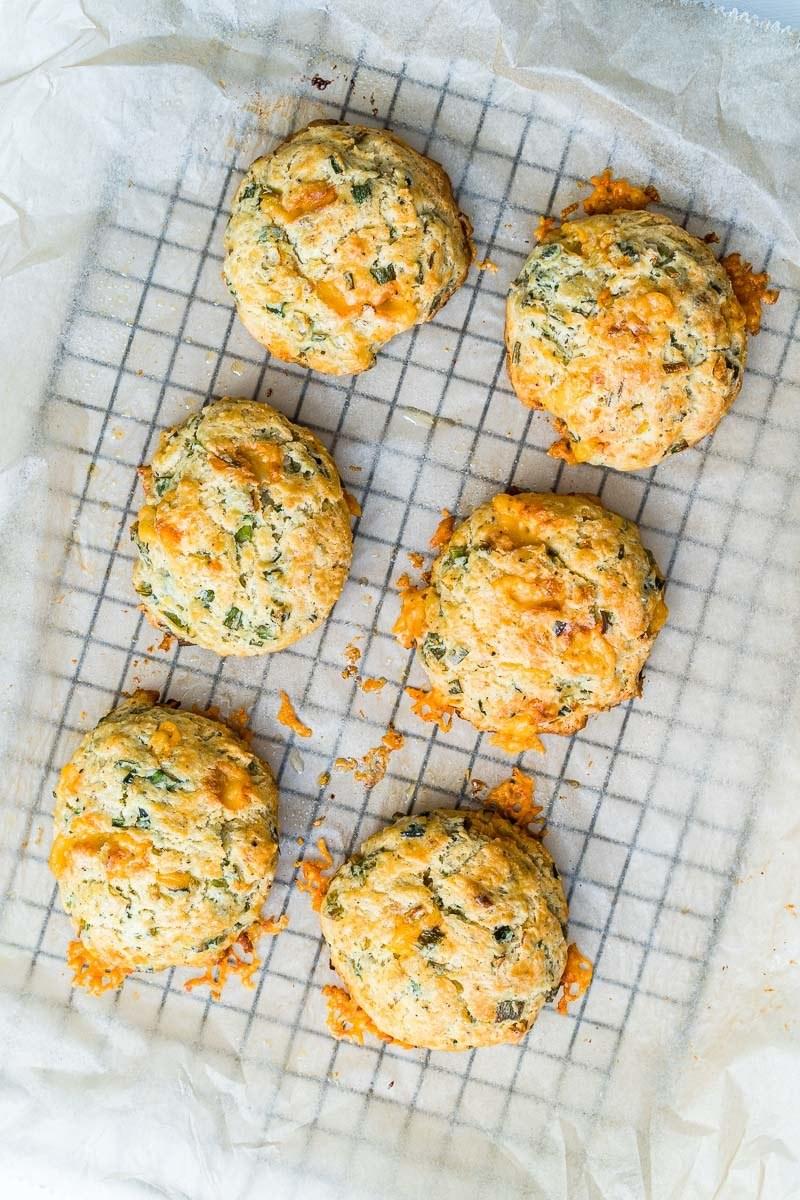 Rezept Herzhafte Käse-Frühlingszwiebel Biscuits