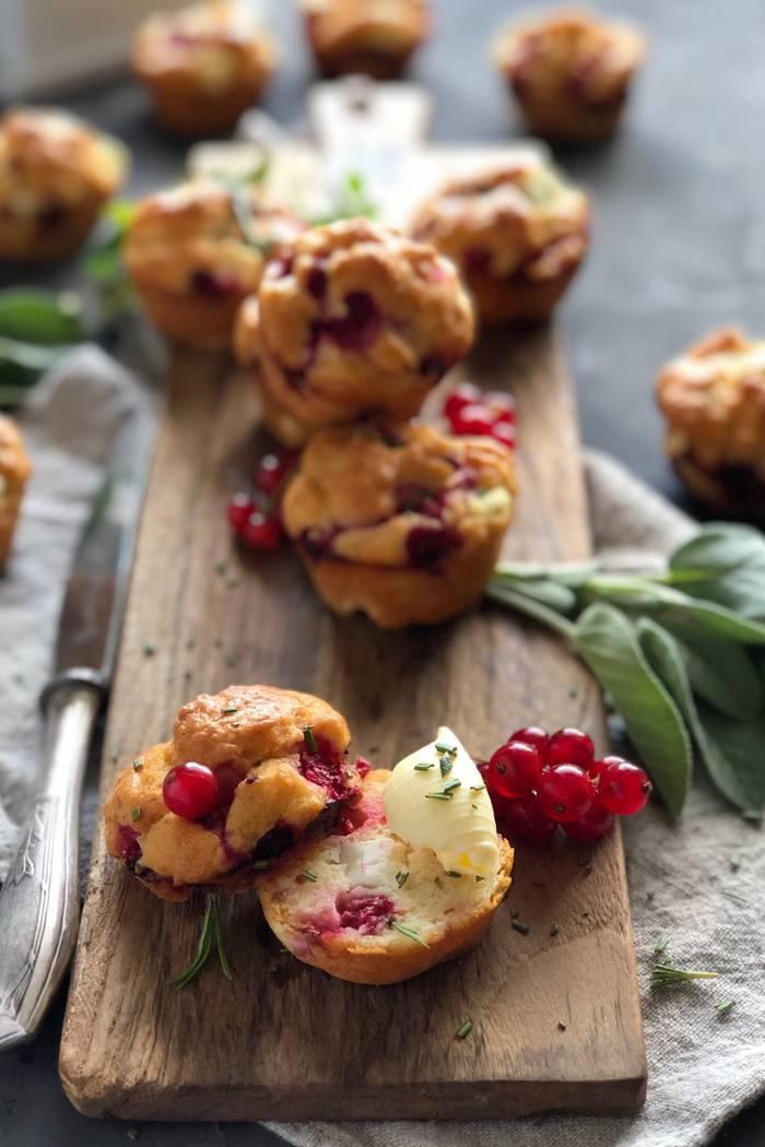Rezept Herzhafte Muffins mit Johannisbeeren, Fetakäse und Rosmarin