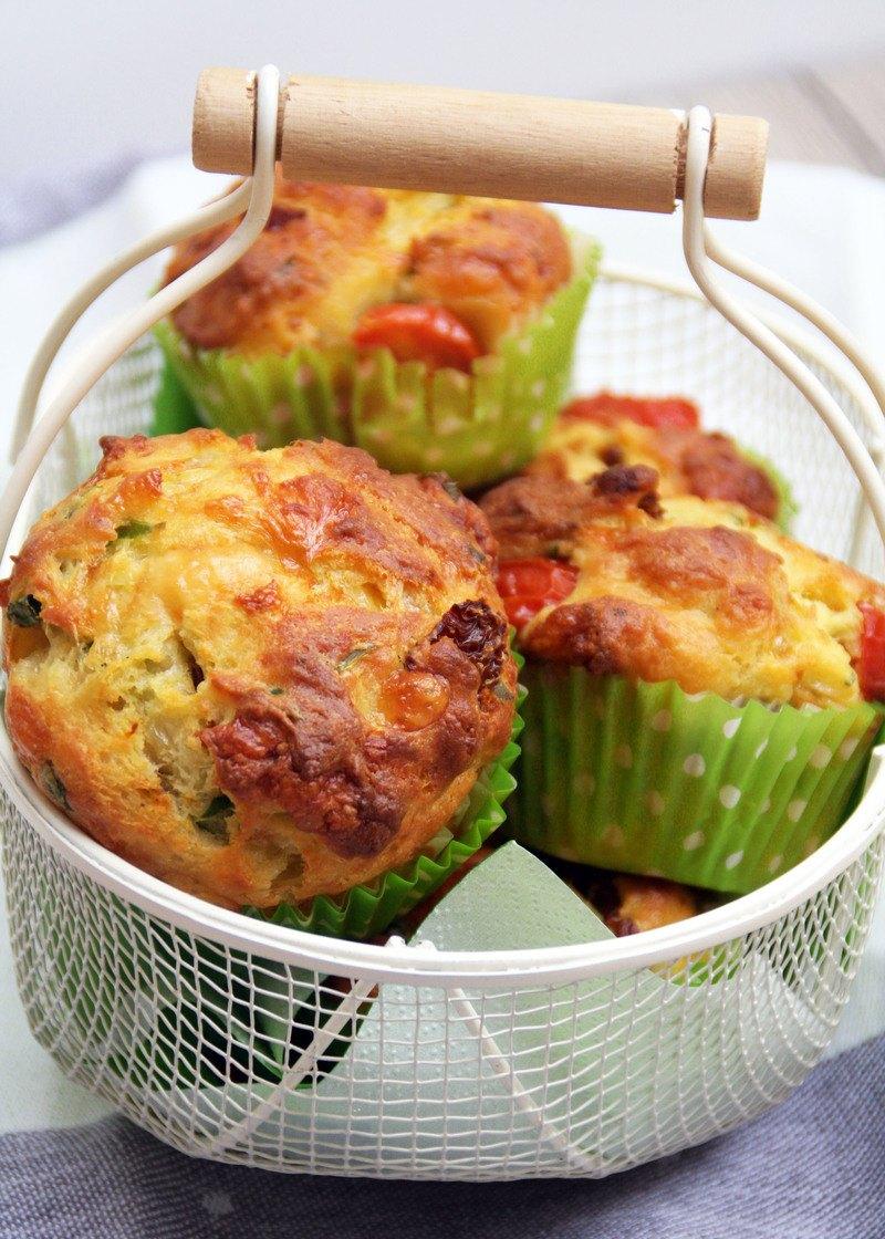 Rezept Herzhafte Muffins mit Tomaten und Bärlauch