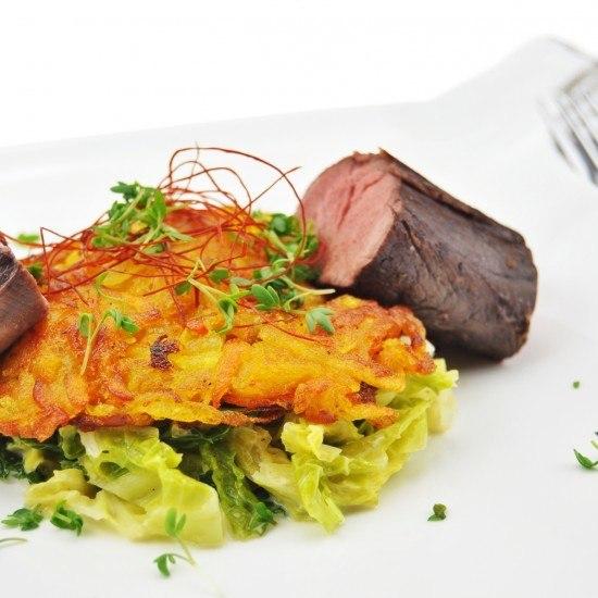 Rezept Hirschfilet an Ingwer-Rahm-Wirsing und Kürbis-Kartoffel-Rösti