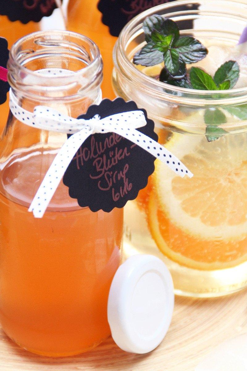 Rezept Holunderblütensirup für leckere Sommerdrinks