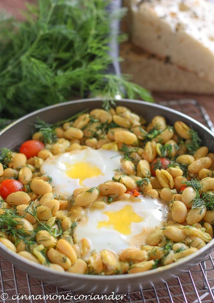 Rezept Iranische Bohnenpfanne mit pochierten Eiern & Dill {Baghali Ghatogh}