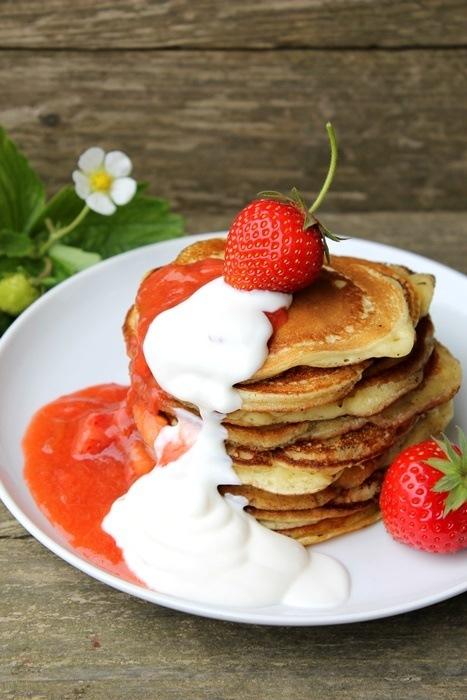 Rezept Joghurt-Pancakes mit Erdbeer-Rhabarber-Kompott