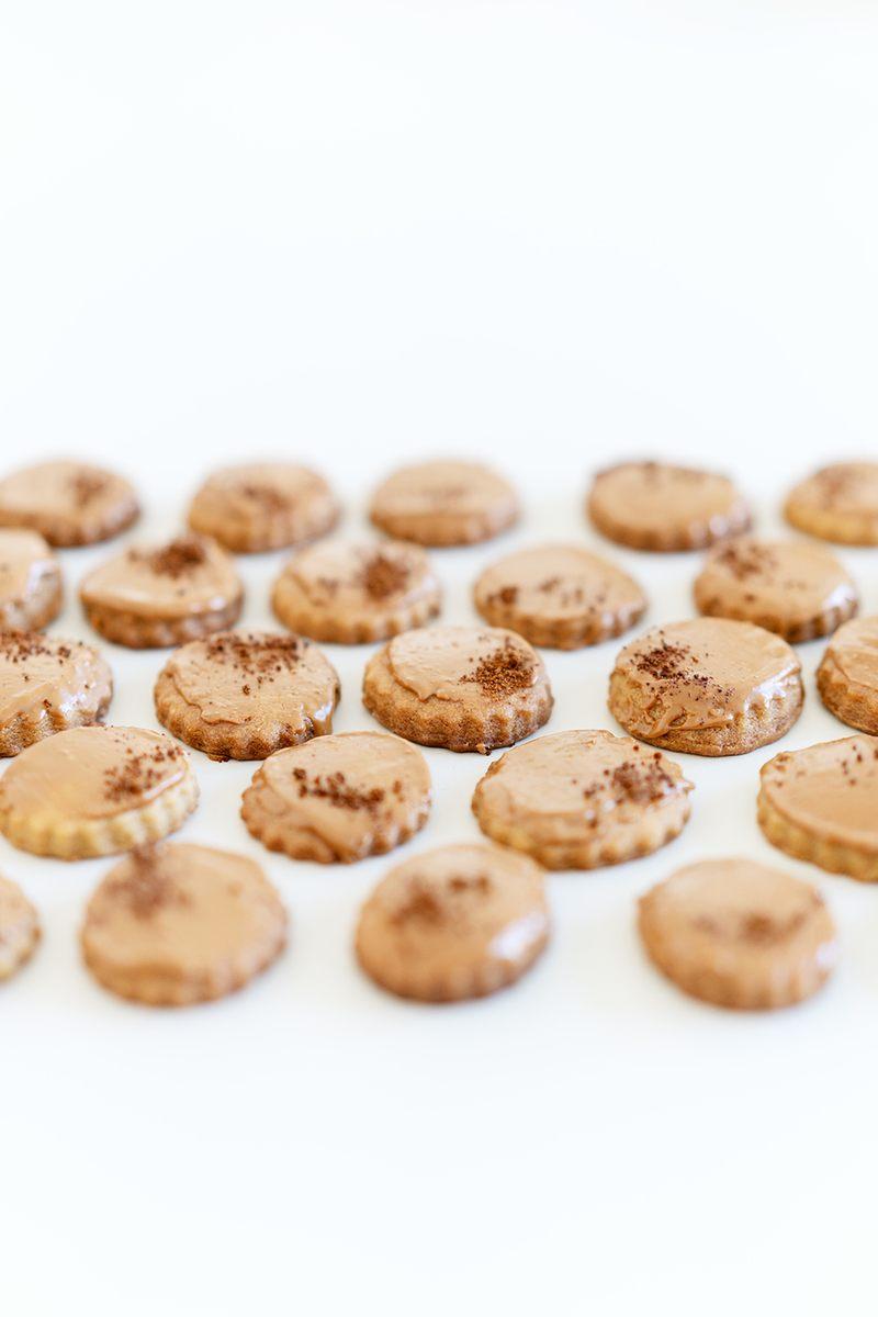 Rezept Kaffeeplätzchen mit Ahornsirup und karamellisierter weißer Schokolade