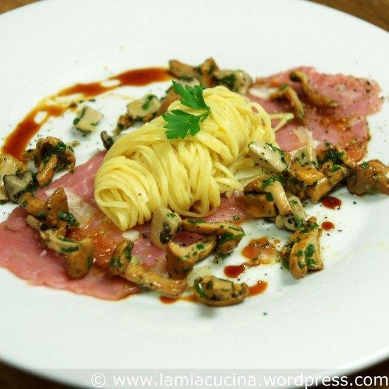 Rezept Kalbsfilet-Carpaccio mit Taglierini und Pilzen
