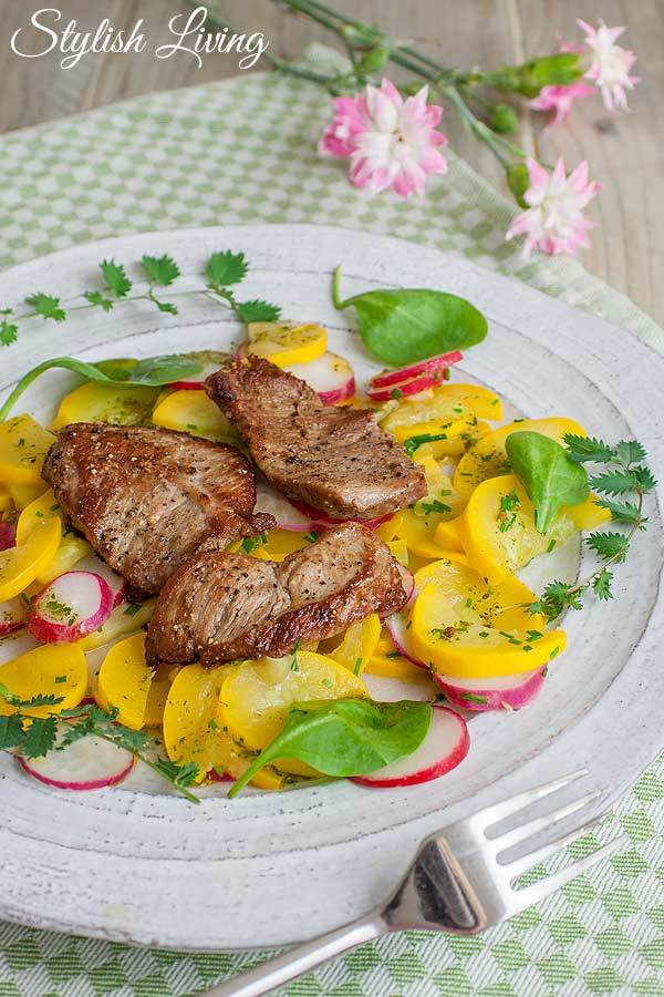 Rezept Kalbsschnitzel mit warmem Radieschen-Zucchini-Salat