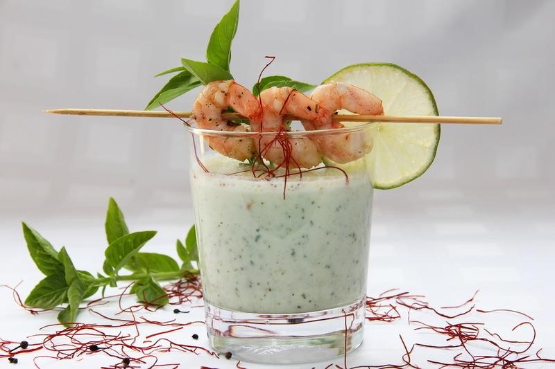 Rezept Kalte Gurken-Buttermilch-Suppe mit marinierten Garnelen