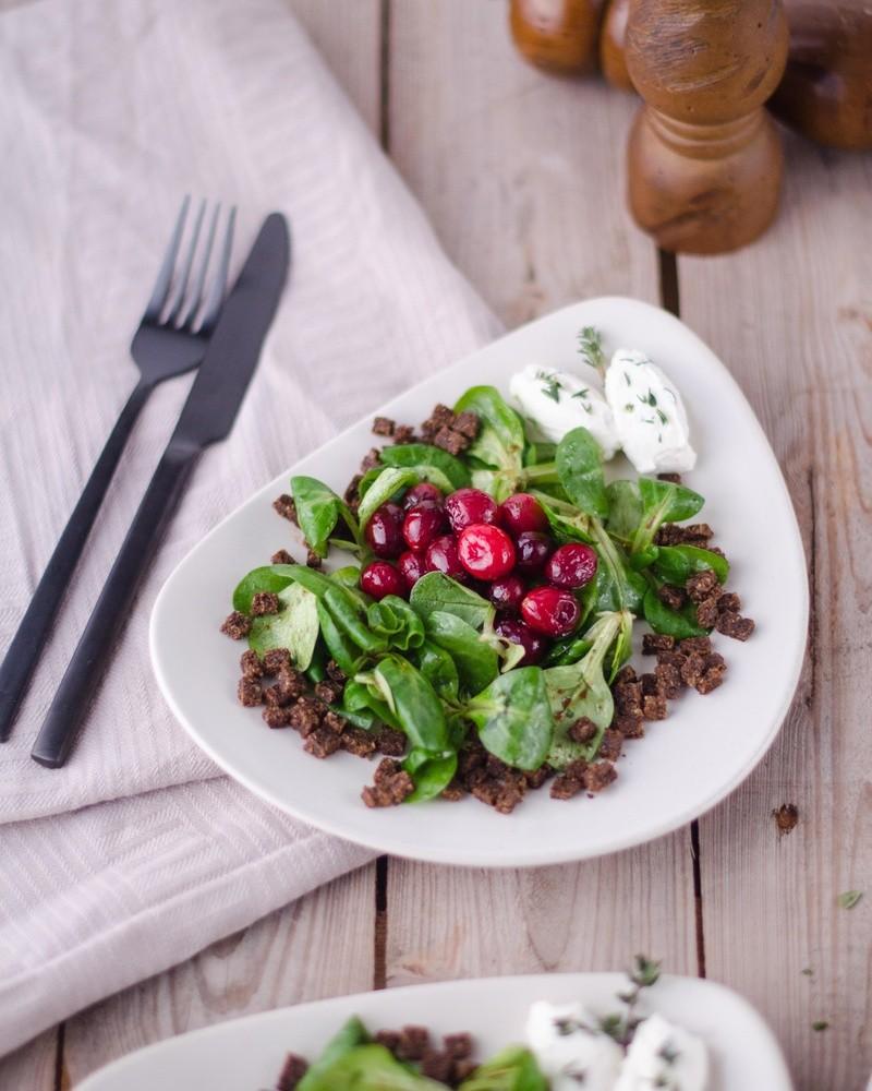 Rezept Karamellisierte Cranberries auf Feldsalat