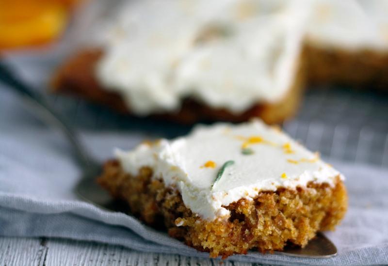 Rezept Karottenkuchen mit Frischkäse, Orange und Rosmarin