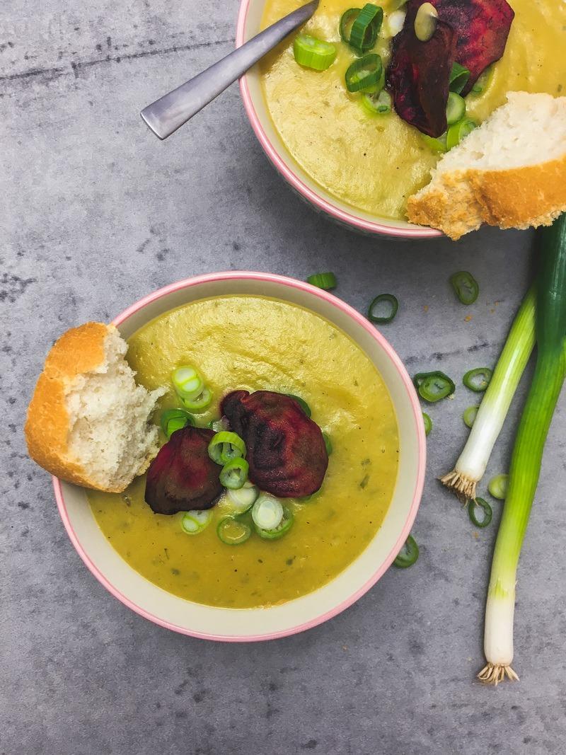 Rezept Kartoffel-Lauch Suppe mit Gemüsechips