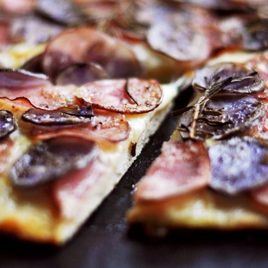 Rezept Kartoffelpizza mit Mozzarella und Rosmarin