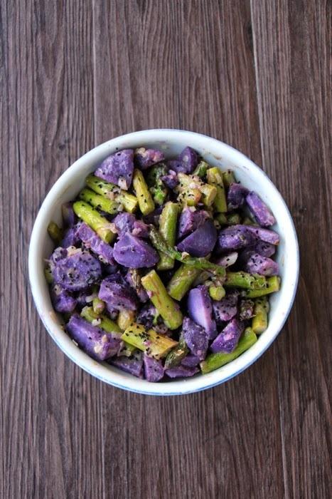 Rezept Kartoffelsalat aus Vitelotten und grünem Spargel