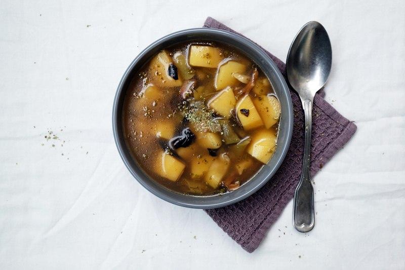 Rezept Kartoffelsuppe mit Bohnen und getrockneten Waldpilzen