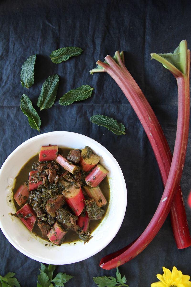 Rezept Khoresht-e Rivas - persisches Rhabarberschmorgericht in Minz-Petersilien-Sauce
