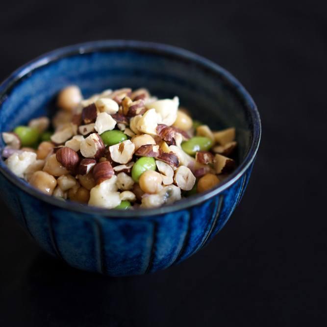 Rezept Kichererbsen-Edamame-Salat mit Gorgonzola und Haselnüssen