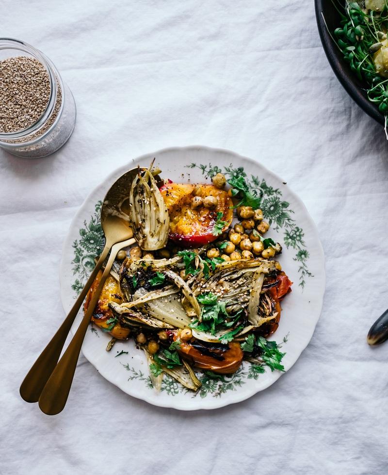 Rezept Kichererbsen-Salat mit Röstgemüse und Steinfrüchten