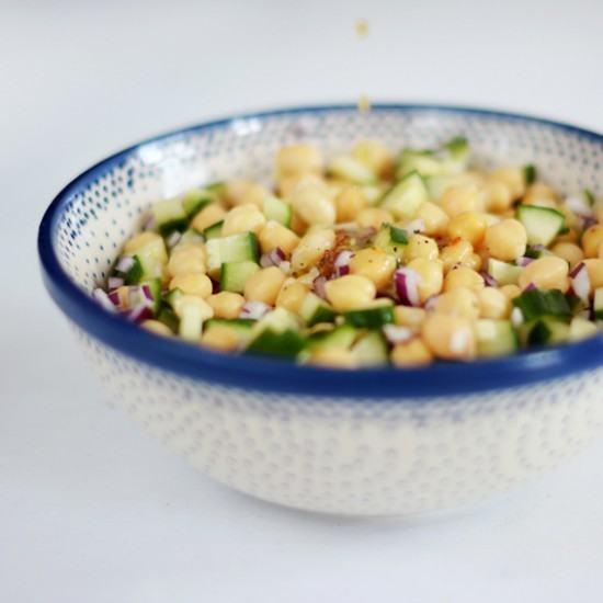 Rezept Kichererbsensalat mit Gurke und Chili-Dressing