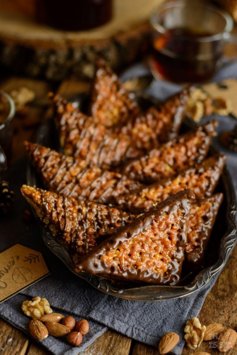 Rezept Klassische Nussecken mit Waldhonig und Brombeergelee