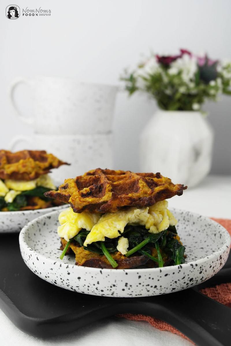 Rezept Kleine herzhafte Süßkartoffel-Waffeln mit Spinat und Ei