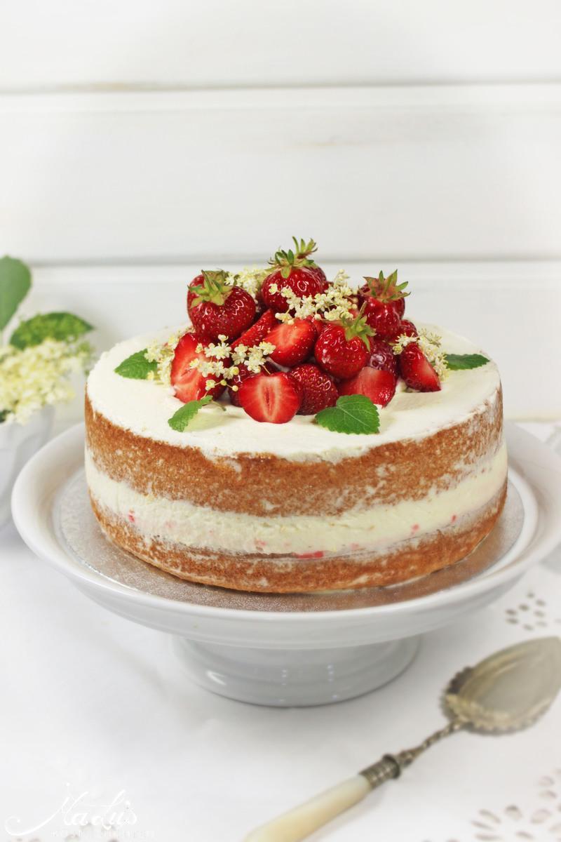 Rezept Kleines nackiges Törtchen mit Erdbeeren und Holunderblüten