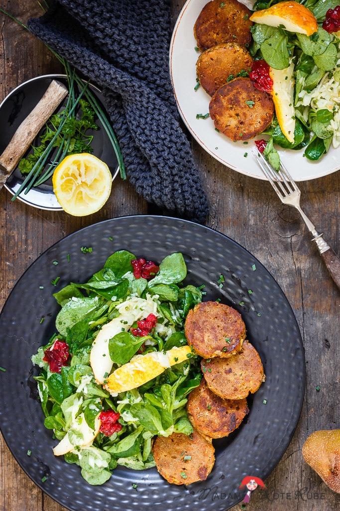 Rezept Knusprig gebratene Semmelknödel zu Feldsalat mit Birne und Sellerie-Vinaigrette