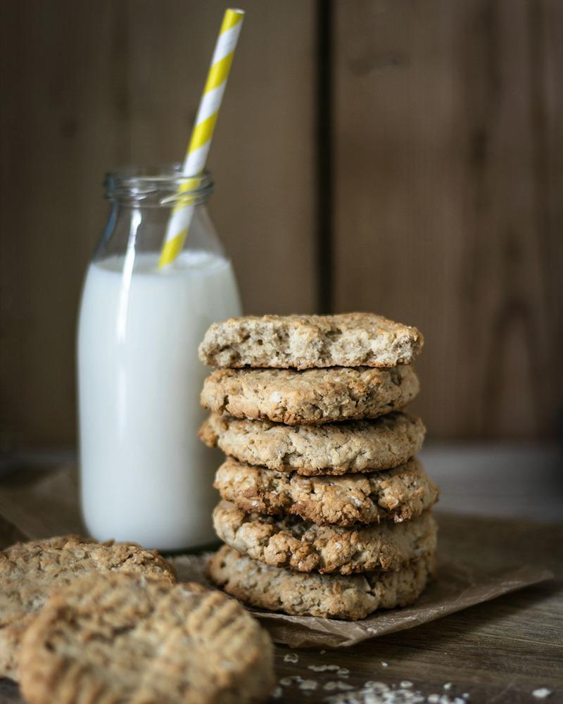 Rezept Knusprige Hafer-Cashew-Kekse mit laktosefreier Milch von MinusL | Kekse für alle! (Anzeige)