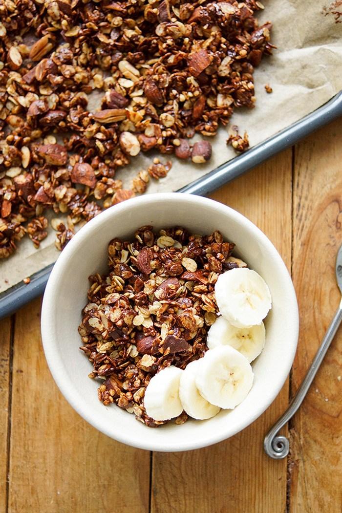 Rezept Knuspriges Gerste Granola mit Mandeln und dunkler Schokolade