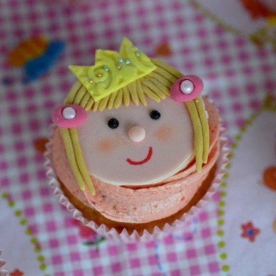 Rezept Kokos-Cupcakes mit Erdbeer-Buttercreme