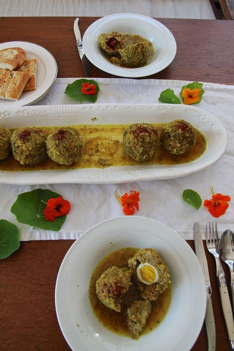 Rezept Koofteh Tabrizi - mit Berberitzen und Mirabellen gefüllte Reis-Hackfleisch-Klöße