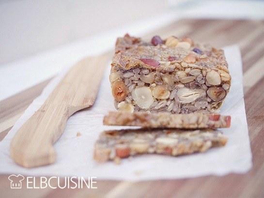 Rezept Körner-Brot aus der deli – mit nur vier Zutaten ohne Mehl ganz schnell selbst gemacht!