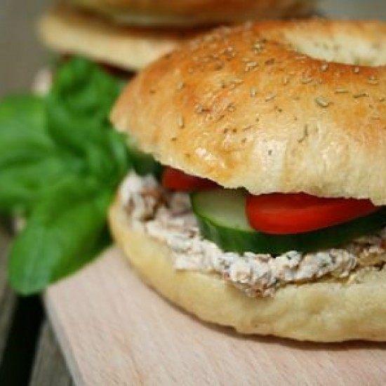 Rezept Kräuter-Bagels mit Tomaten-Tatar