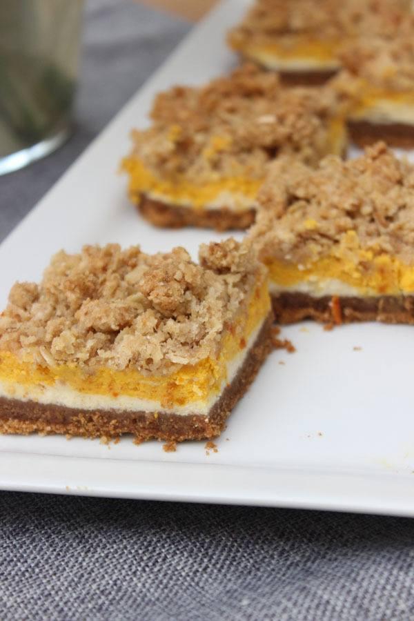 Rezept Kürbis-Cheesecake-Bars mit Zimt-Haferflocken-Streuseln