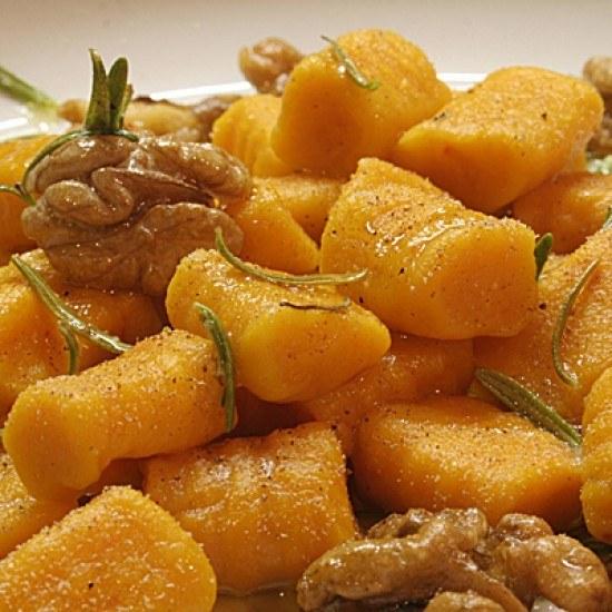 Rezept Kürbis-Gnocchi mit Walnüssen und Rosmarin